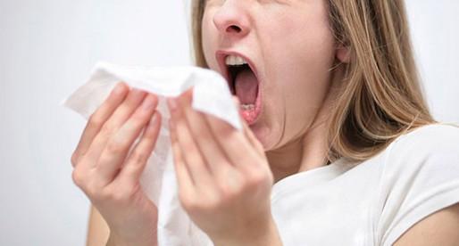 Lo bueno y lo malo del estornudo
