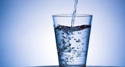 Lente solar para purificar agua