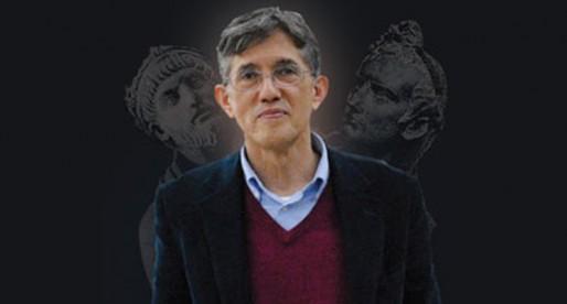 Dr. Antonio Lazcano, reconocido por la Universidad de Valencia