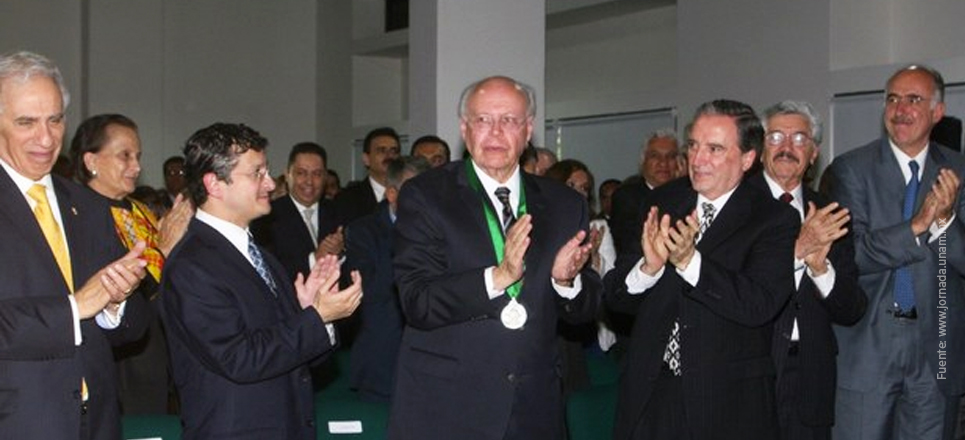 Recibe Rector de la UNAM Medalla al Mérito Administrativo