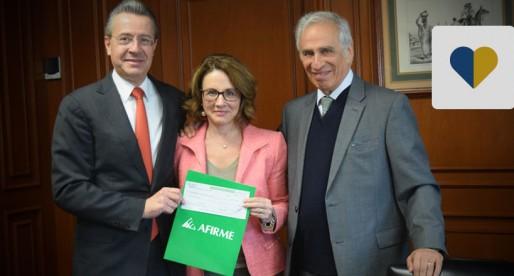 Banco Afirme entrega donativo a Fundación UNAM