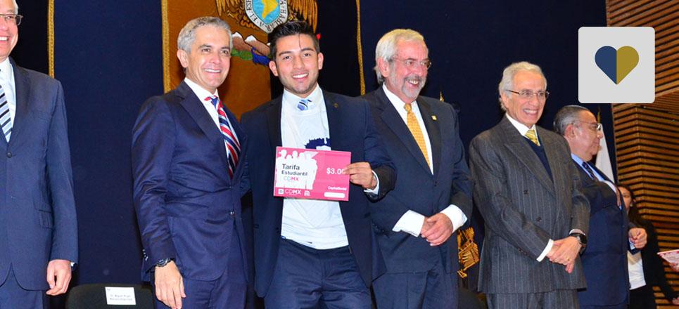 """Fundación UNAM entrega Tarjetas de """"Tarifa estudiantil"""""""