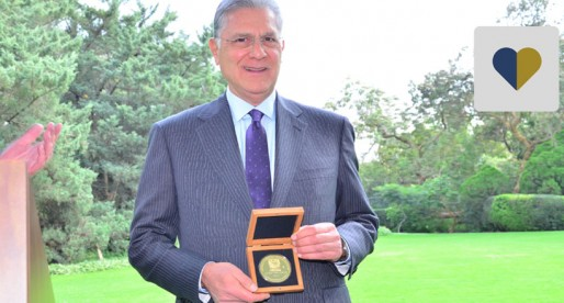 Fundación UNAM otorga Medalla al Mérito a Rafael Moreno Valle Suárez