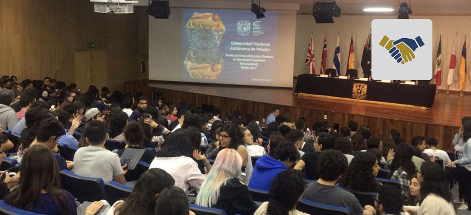 FUNAM entrega becas para estudiar en el extranjero