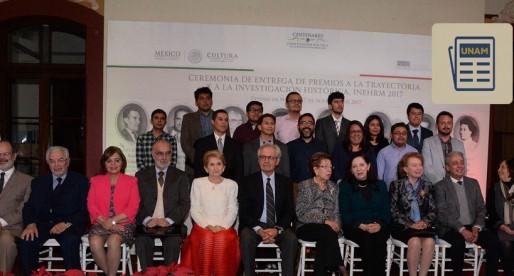 Académicos de la UNAM reciben premios nacionales a la trayectoria histórica