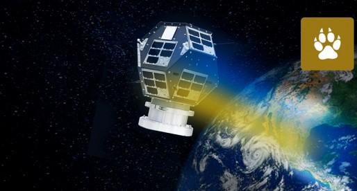 Universitarios, parte del equipo creador del satélite japonés Ten-Koh