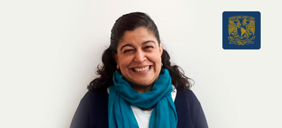Galardonan a Astrid Martín del Campo por 30 años de servicio en la UNAM